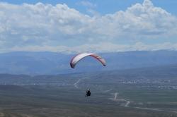 Марина на фоне Главного Кавказского Хребта. Летное место Мекеги.
