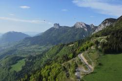 Вид на долину Анси со старта Форклац (справа)