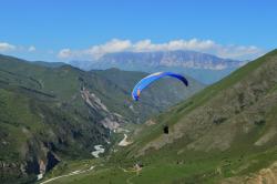 Чегем - уникальное место, где даже самые начинающие пилоты могут летать рядом с большими горами