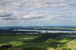 Сразу после взлета видны ближайшие озера - Врево и Череменецкое