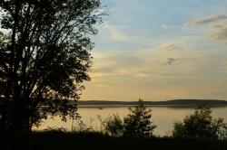 Вечера на озере Врево особенно живописны