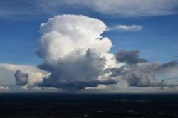 Опасная погода - грозы полыхают вокруг Углово