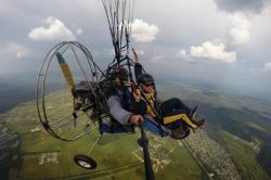 В полете на паралете - управляет пассажир