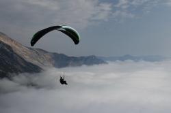 Когда облака висят ниже старта, можно совершить фантастически красивый полет над морем облаков
