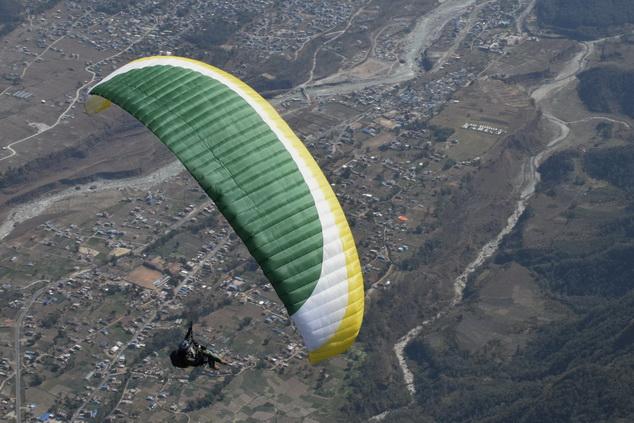 Параплан пилота выходного дня (класс EN-B) имеет небольшое удлинение, устойчив, но позволяет летать маршруты