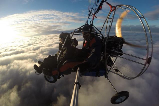 Паратрайк над облаками