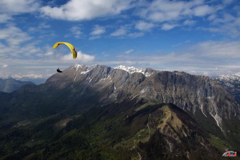 Параплан GIN у вершины Крн в Словении