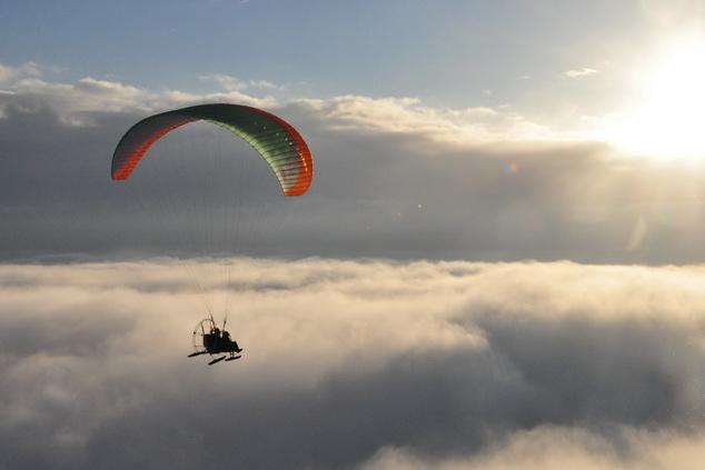 Паралет над облаками