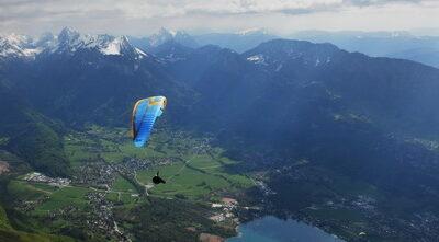 Параплан Sky Apollo над озером Анси. Франция